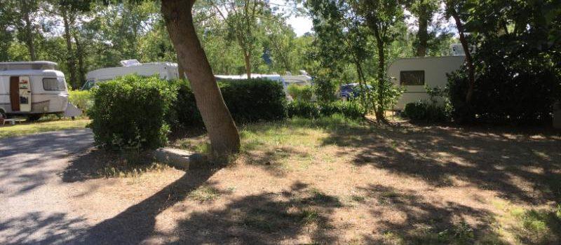 emplacement caravane ombragé carcassonne aude camping village grand sud