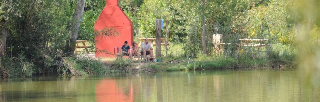 barbecue et lac vue d'en face